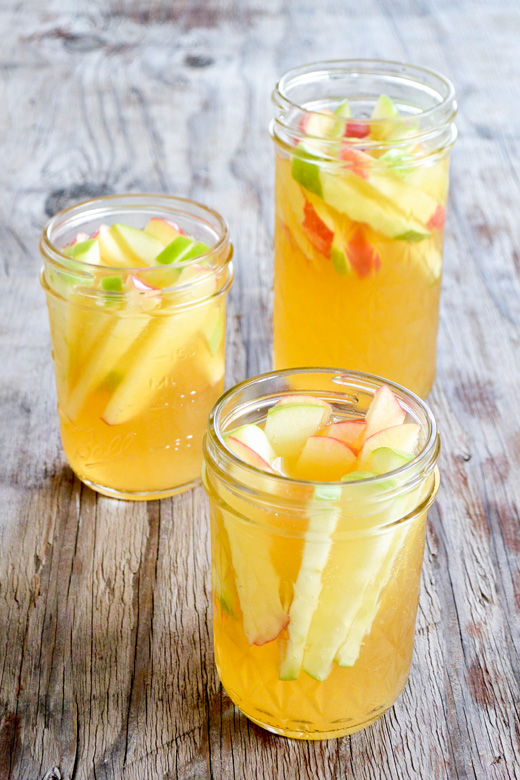 Sparking Apple Cider Sangria | www.floatingkitchen.net