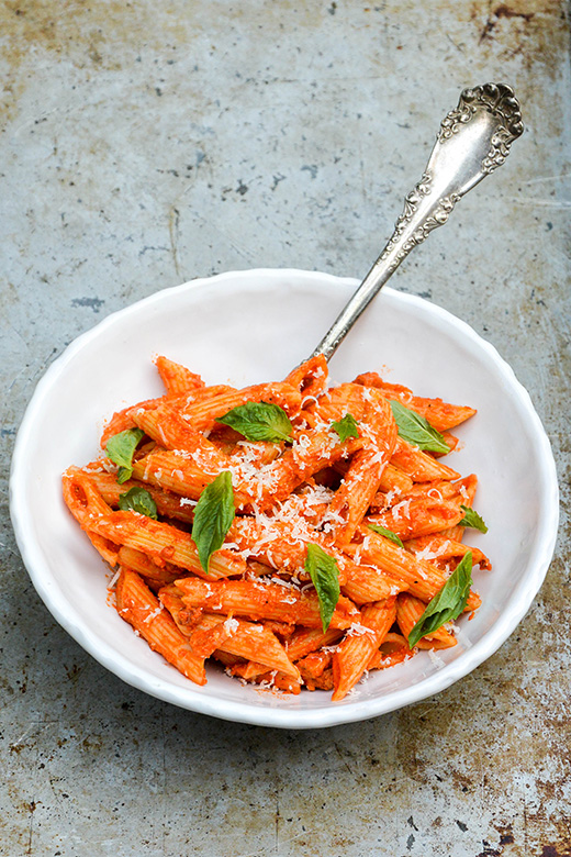 Penne Pasta with Roasted Red Pepper and Goat Cheese Sauce | www.floatingkitchen.net
