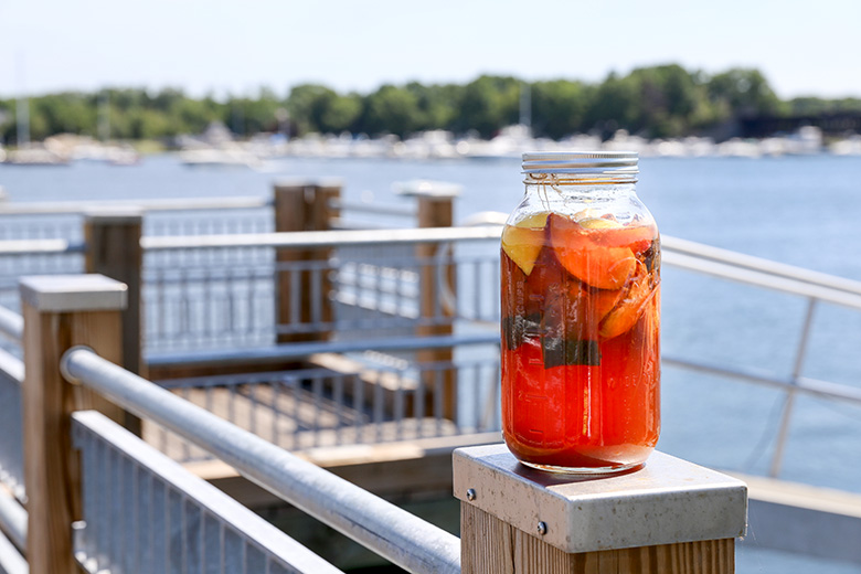 Peach Sun Tea and Bourbon Cocktail {#drinkthesummer} | www.floatingkitchen.net