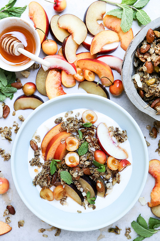 Summer Stone Fruit and Yogurt Breakfast Bowls with Hot Sauce-Honey and Nutty Granola | www.floatingkitchen.net