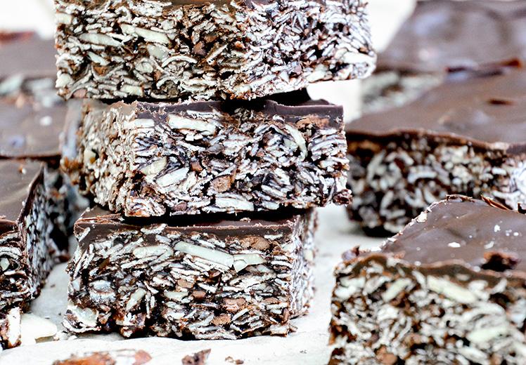 Chocolate-Almond Granola Bars