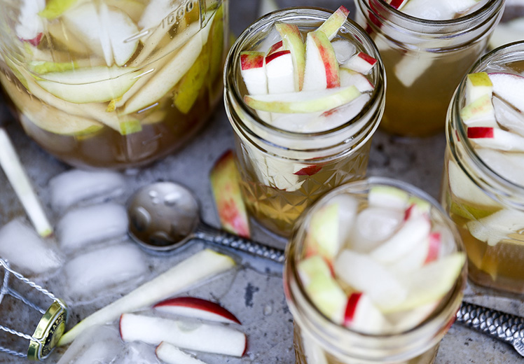 Apple Cider and Elderflower White Sangria | www.floatingkitchen.net