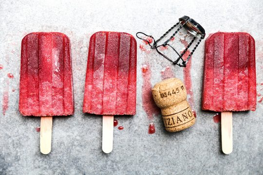 Prosecco Raspberry Popsicles {Popsicle Week} | www.floatingkitchen.net