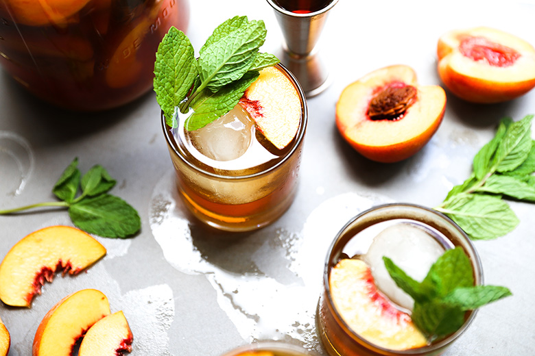 Peach Sun Tea and Bourbon Cocktail {#drinkthesummer}