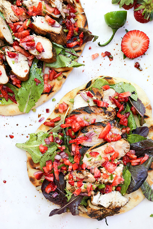 Grilled Balsamic Chicken Salad Pizza with Fresh Strawberry Salsa | www.floatingkitchen.net