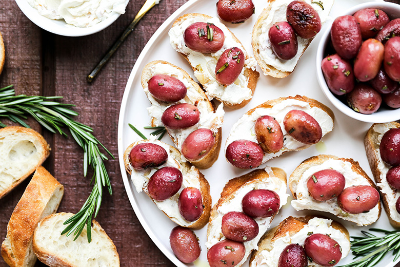 Roasted Grape and Goat Cheese Crostini | www.floatingkitchen.net