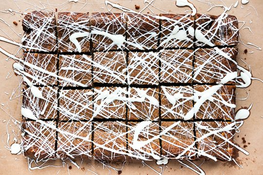 Gingerbread Blondies with White Chocolate | www.floatingkitchen.net