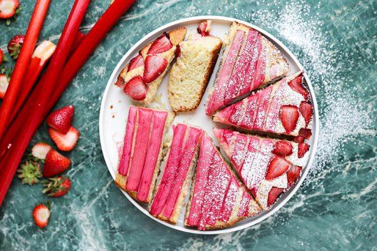 Strawberry-Rhubarb Vanilla Skillet Cake | www.floatingkitchen.net
