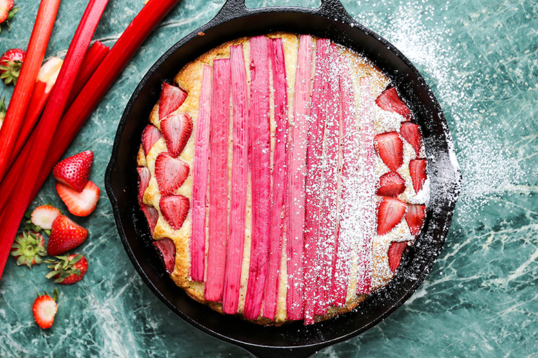Strawberry-Rhubarb Vanilla Skillet Cake | www.floatingkitchen.net