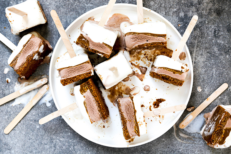 Easy Layered Ice Cream Speculoos Pops | www.floatingkitchen.net