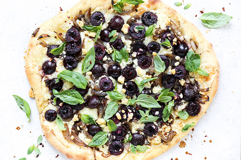 Cherry and Caramelized Onion Pizza with Brie and Gorgonzola Cheese | www.floatingkitchen.net