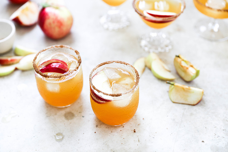 Apple Cider and Ginger Beer Bourbon Cocktails | www.floatingkitchen.net