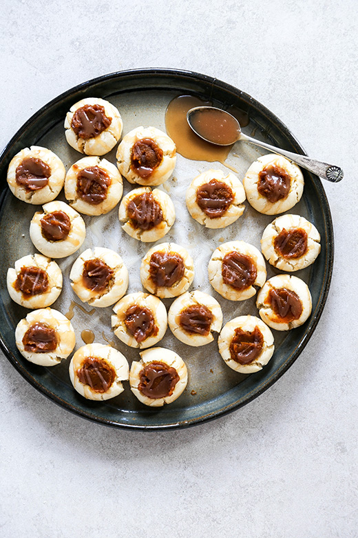 Pumpkin Butter Thumbprint Cookies with Whiskey Caramel Sauce Drizzle {Virtual Pumpkin Party} | www.floatingkitchen.net