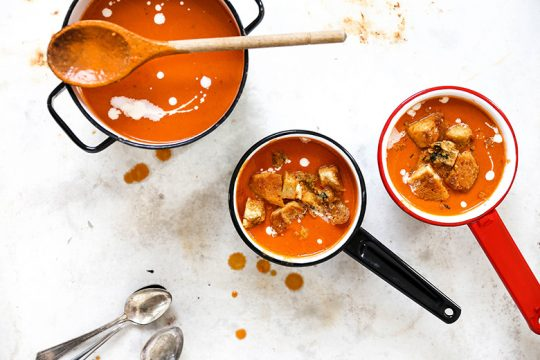Easy Creamy Tomato Soup with Parmesan Croutons | www.floatingkitchen.net