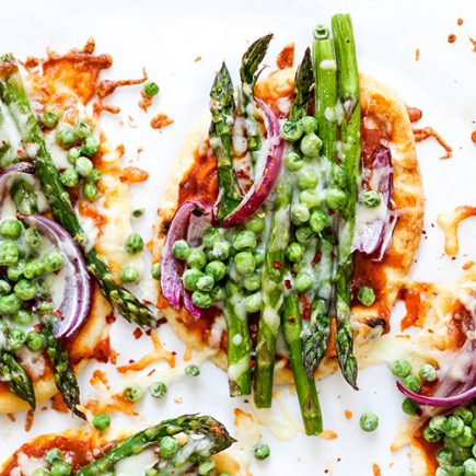 Easy Asparagus and Pea Curry Naan Pizza | www.floatingkitchen.net