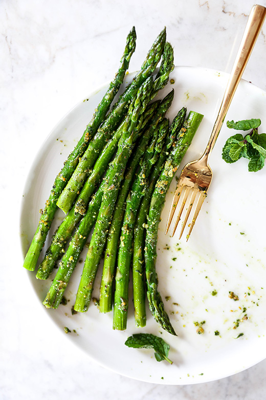 Roasted Asparagus with Vegan Pistachio-Mint Pesto | www.floatingkitchen.net