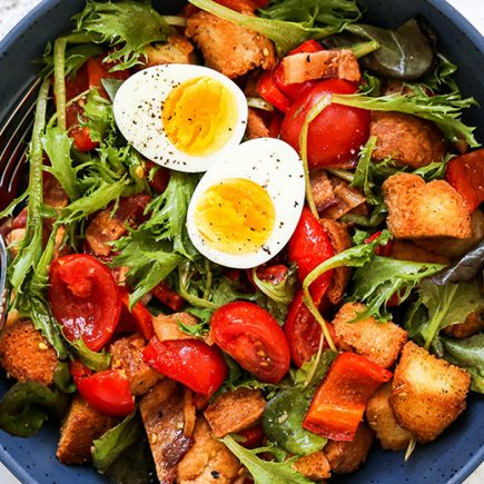 Red Pepper and Tomato Breakfast Panzanella Salad | www.floatingkitchen.net