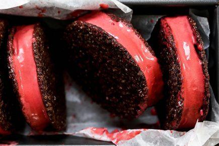 Red Velvet Ice Cream Sandwiches | www.floatingkitchen.net