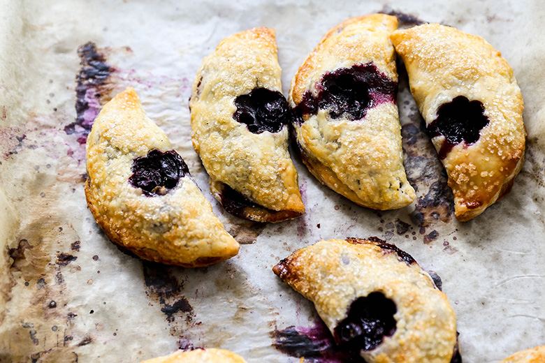 Mini Blueberry Hand Pies with All-Butter Pie Crust | www.floatingkitchen.net